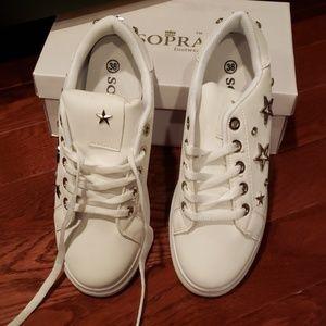 NWOT Ladies sneakers